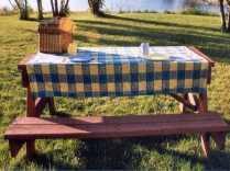 Les tables de pique-nique sont installées dès les beaux jours et pendant tout l'été.