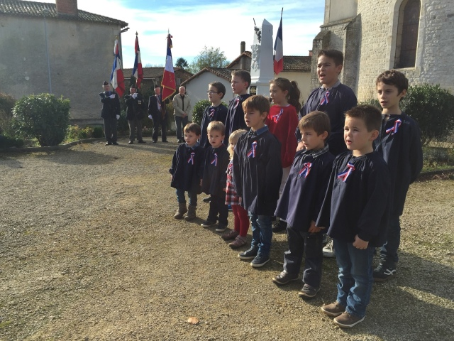 Les enfants de Saint Germier chantent la Marseillaise à l'occasion des commémorations liées au Centenaire 14-18.