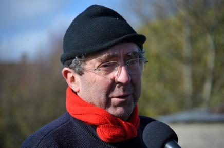 St Germier (79340)-2 mars 2016-Jean Pierre Poteau répond à Radio Gâtine sur le chantier participatif de plantation de haies © Louise Baheux