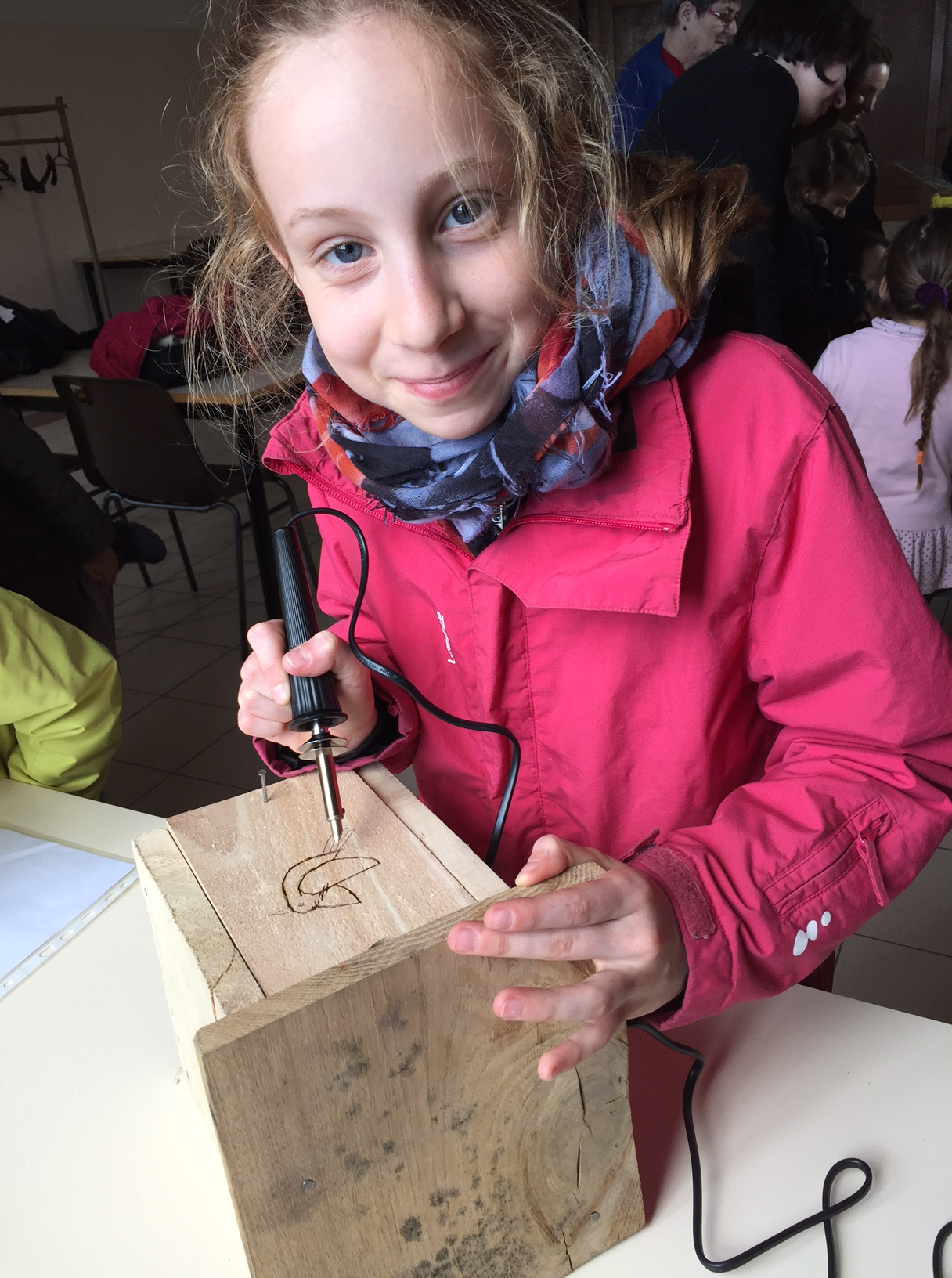 ee3f84aecbf476 St Germier (79340)-2 mars 2016-Les enfants personnalisent les nichoirs qui